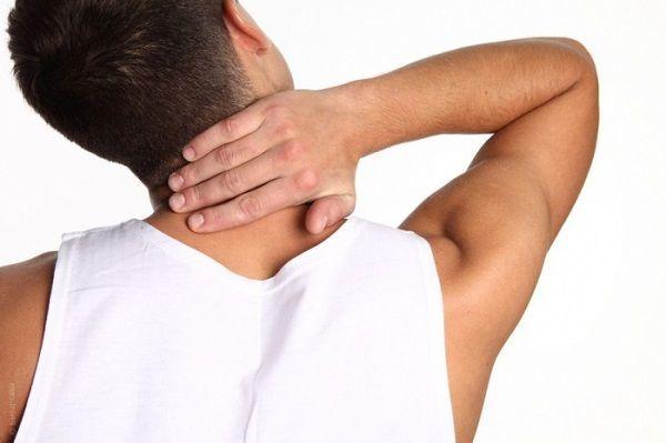 Боль в правом боку на спине при мочеиспускании
