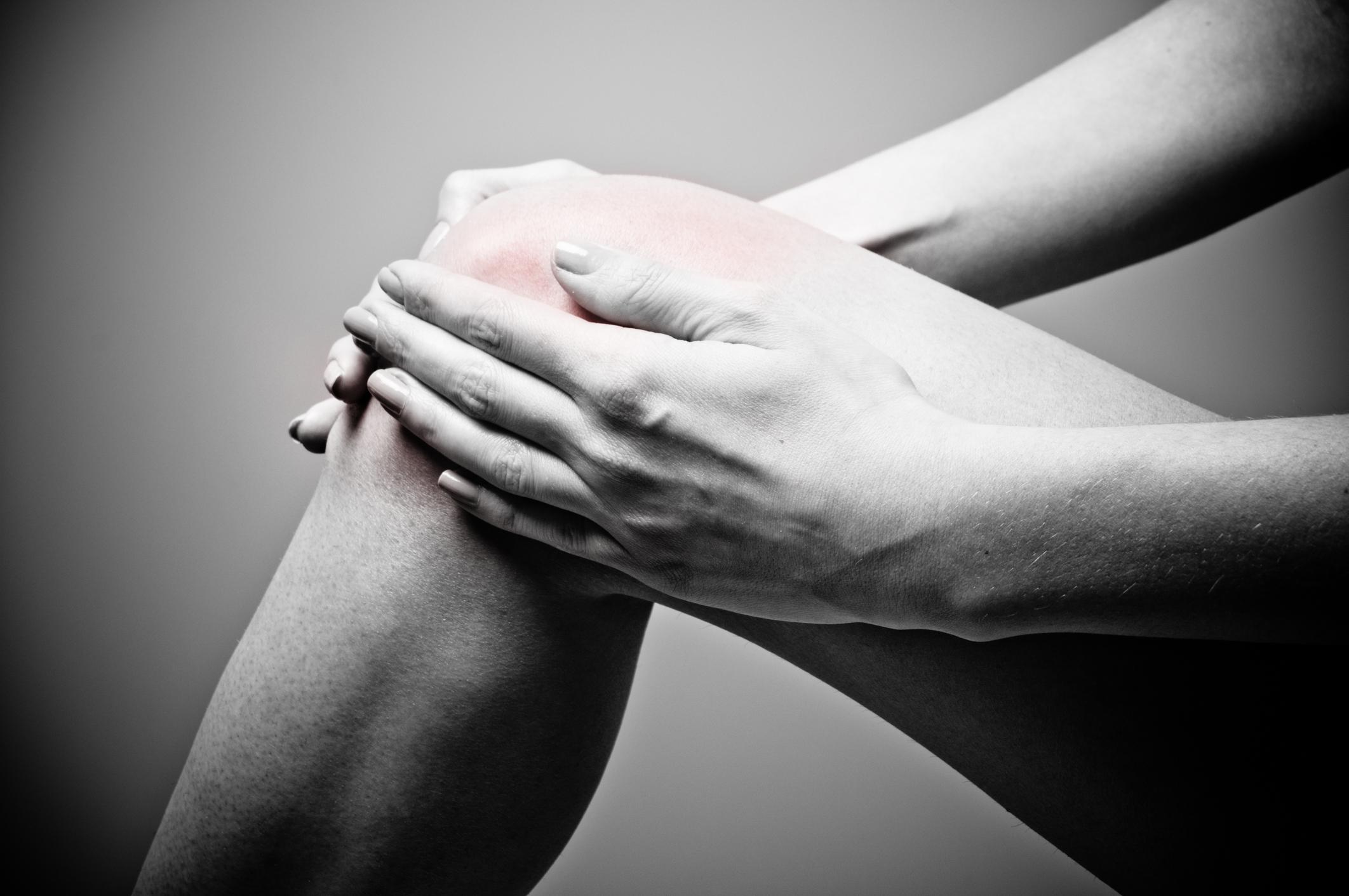 Что может щелкать в оперированном коленном суставе артрит коленного сустава и лечение антибиотиками