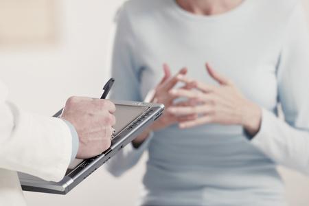 Кто лечит артрит, к какому врачу обращаться?