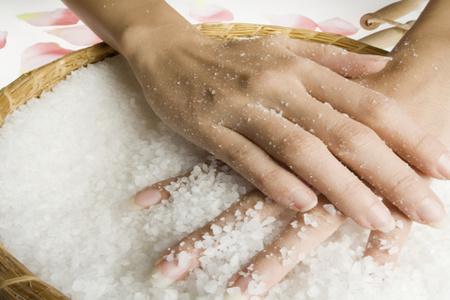 руки, соль