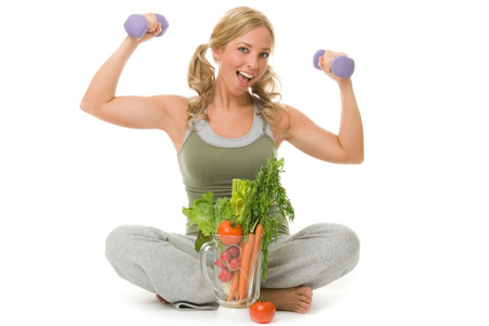 женщина, гантели, овощи