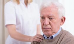 Эксперты: одиночество смертельно опасно для пожилых людей