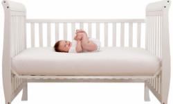 Как правильно выбрать матрас в кроватку ребенку?