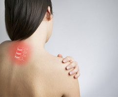 Симптомы шейного остеохондроза: онемение лица, нарушение зрения, заложенность ушей и другие