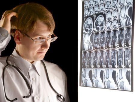 врач и снимок