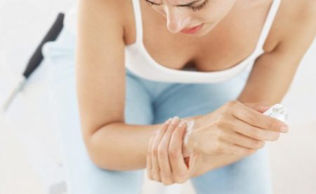 Болит рука