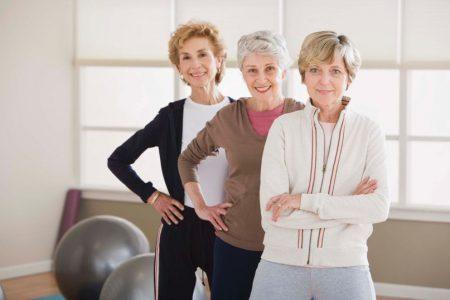 женщины в спортивном зале