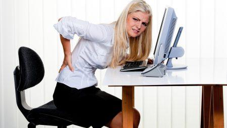 женщина за компьютером